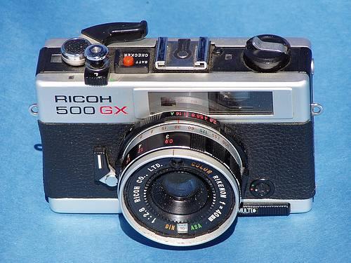 3 ข้อดีของ กล้องฟิล์ม Ricoh 500 GX ที่บอกเลยว่าดีไซน์สวยวินเทจมาก ๆ แต่ไม่ได้เป็นที่นิยม