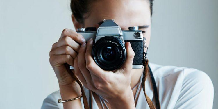 วิธีซื้อกล้องถ่ายรูป สำหรับมือใหม่ที่ควรรู้ บอกเลยว่าเป็นทางเลือกให้กับผู้เริ่มต้นแบบจริง จัง