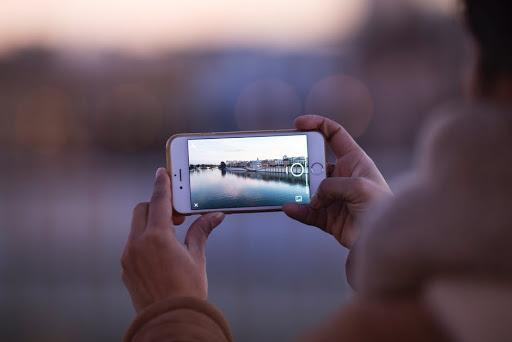 ถ่ายรูปสวย ๆ ด้วยกล้องมือถือตัวเก่งของคุณ