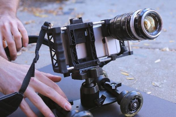 ถ่ายรูปด้วยกล้องมือถือด้วยอุปกรณ์
