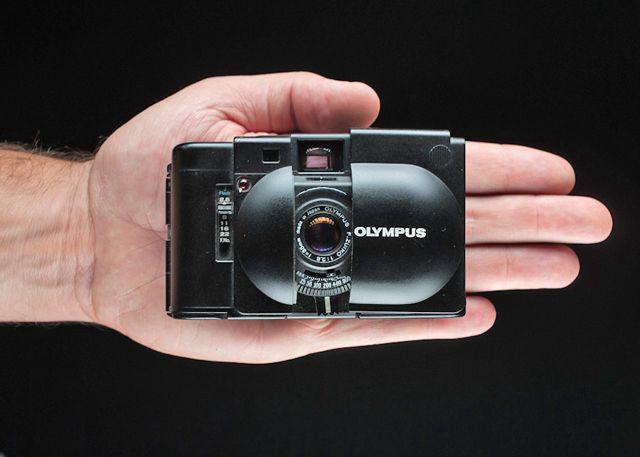 Olympus XA-บนมือ